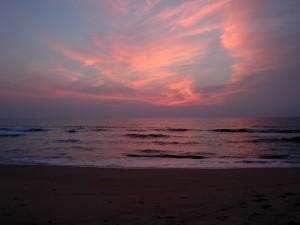 Bonito amanecer visto desde una playa