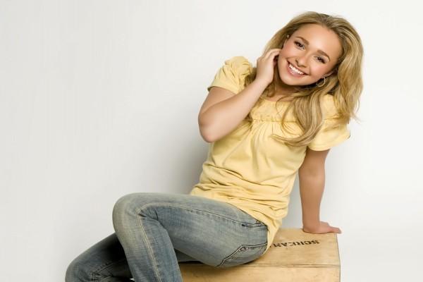 La sonriente actriz Hayden Panettiere