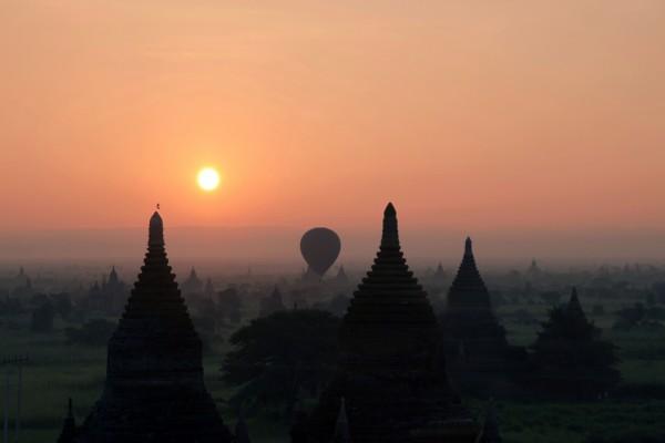Un globo sobre Bagan