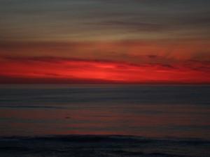 Un horizonte rojizo al anochecer