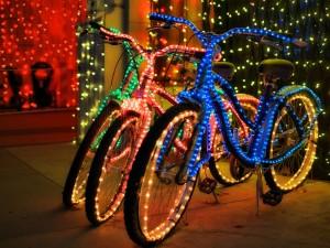 Postal: Bicicletas con luces de Navidad