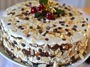 Una rica tarta con almendras y chocolate para comer en Navidad