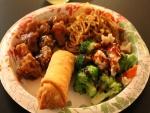 Plato con comida oriental
