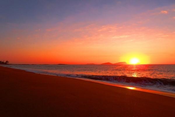 Una estupenda playa al atardecer