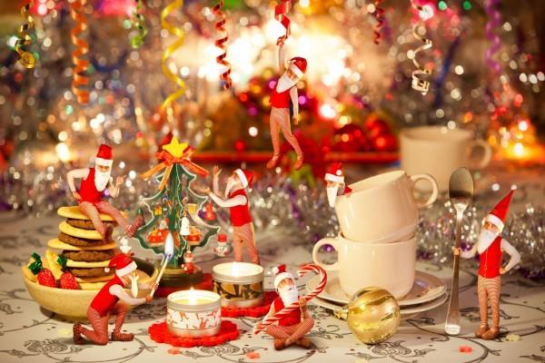 Duendes juguetones en Navidad
