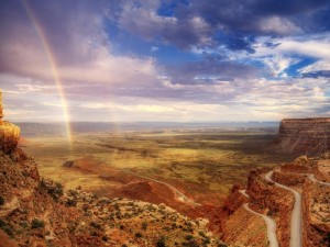 Postal: Arco iris en el valle de los Dioses