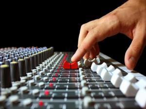 Tocando una mesa de audio