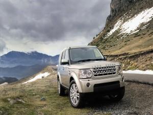 Postal: Land Rover en la montaña