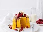 Tarta helada con frambuesas y chocolatinas