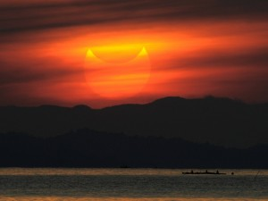 Eclipse solar al atardecer
