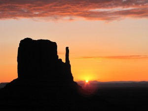 Postal: Amanecer en Monument Valley