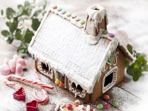 Postal: Casa de jengibre cubierta de nieve dulce