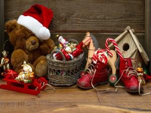 Postal: Juguetes y decoración de Navidad