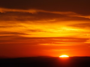 Postal: Un cielo naranja al marcharse el sol