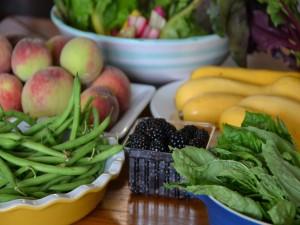 Platos con frutas y verduras