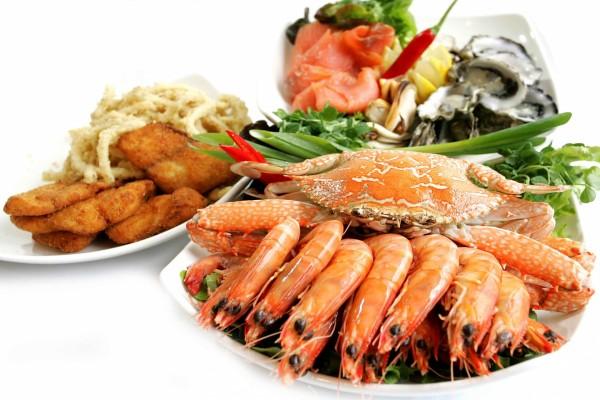 Platos con mariscos y pescados