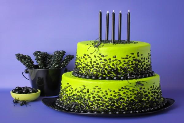 Una original tarta de color verde y negra