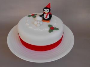 Postal: Tarta con un pingüino navideño