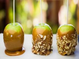 Postal: Manzanas verdes con caramelo y almendras