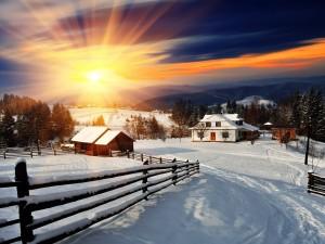 Postal: Pueblo cubierto de nieve en un soleado amanecer