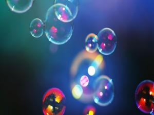 Brillantes burbujas de colores