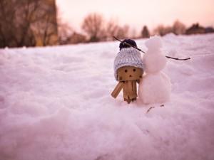 Postal: Un muñeco de nieve y Danbo