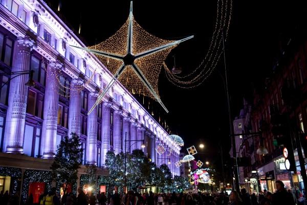 Luces navideñas en una ciudad