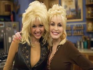 """Miley Cyrus y Dolly Parton en la serie """"Hannah Montana"""""""
