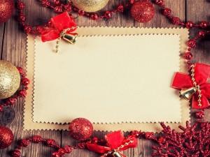 Postal con adornos navideños