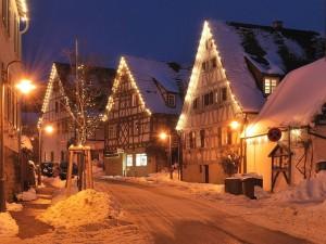Luces de Navidad en el centro histórico de Schöckingen (Alemania)