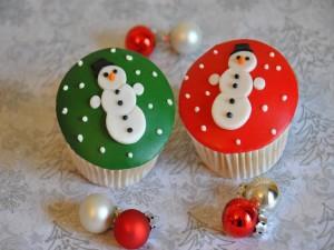 Postal: Unos cupcakes y bolas de Navidad