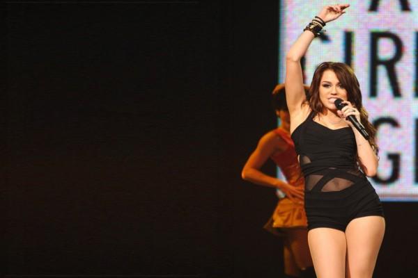La guapa Miley Cyrus en un concierto