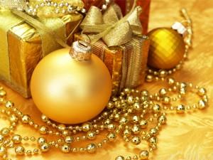 Postal: Adornos navideños color dorado