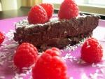 Pastel de chocolate con unas frambuesas