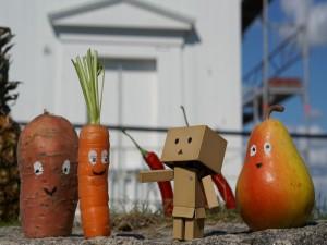 Postal: Unos divertidos vegetales junto a Danbo