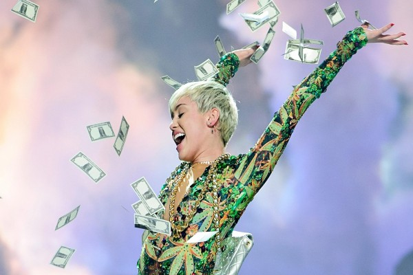 Billetes sobre Miley Cyrus en un concierto
