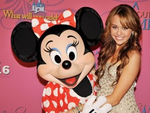 Minnie junto a Miley Cyrus