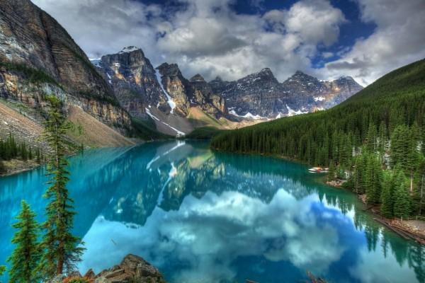 Lago Moraine en el Parque Nacional Banff (Alberta, Canadá)