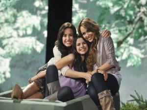 Postal: Miley Cyrus junto a Selena Gomez y Demi Lovato