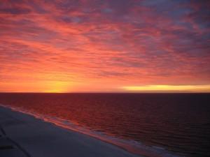 Contemplado el cielo desde una playa