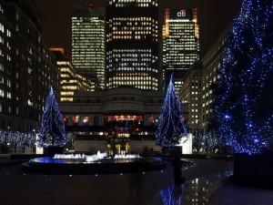 Postal: Árboles de Navidad en la Plaza de Cabot, Londres