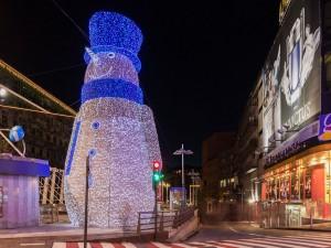 Un gran muñeco de nieve iluminado por Navidad en Andorra