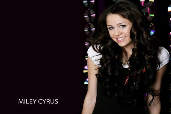 Una joven y guapa Miley Cyrus