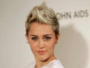 Miley Cyrus con un moderno corte de pelo