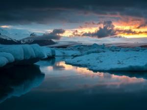 Tibios rayos de sol sobre el hielo (Islandia)