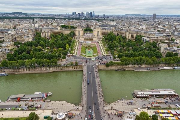 Puente sobre el río Sena en París