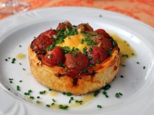 Postal: Pastel de hojaldre con tomates y huevo