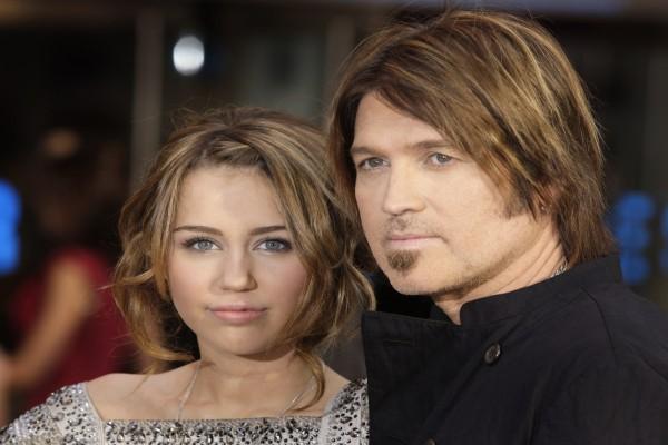 Miley Cyrus junto a su padre