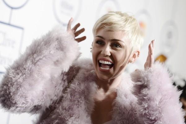 La cantante Miley Cyrus risueña