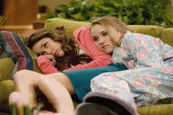 Emily Osment y Miley Cyrus en una escena de Hannah Montana